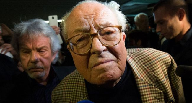 ehrenpräsident des front national Jean-Marie Le Pen, in Carpentras (süd) - Bertrand Meyer - AFP