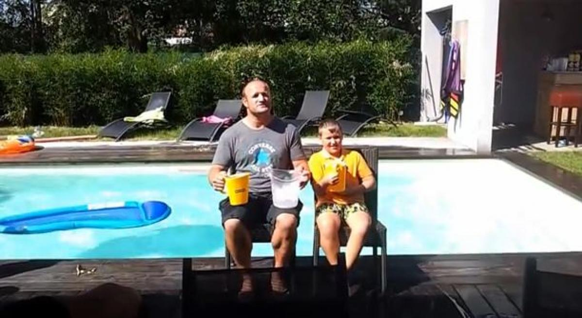 William Servat fällt der Ice Bucket Challenge. - Screenshot YouTube.